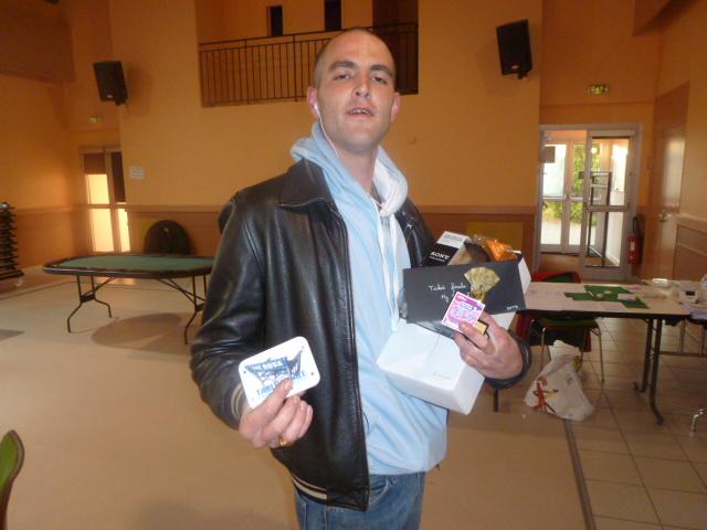 Kevin (3ème) est fier de sa plaque card guard !